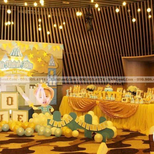 Bàn trang trí sinh nhật màu vàng đồng XV016
