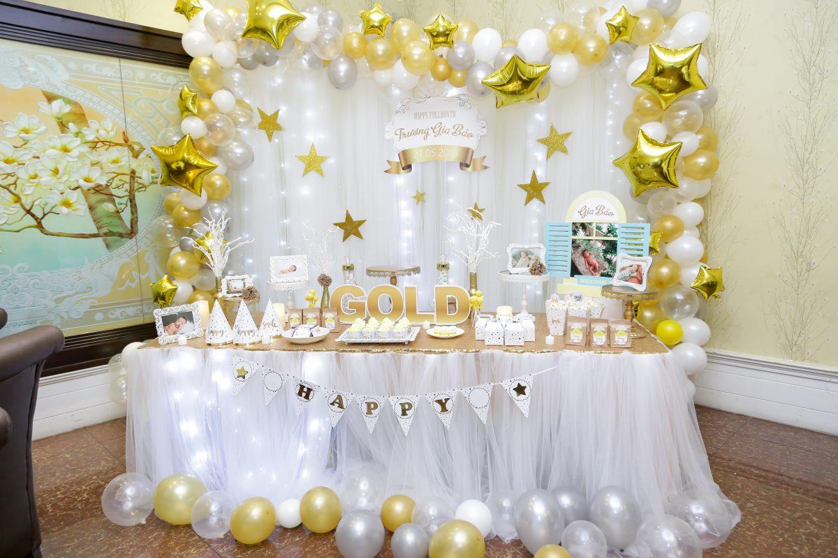 Bàn trang trí sinh nhật cho bé chủ đề Gold được thực hiện bởi công ty Xinh Event