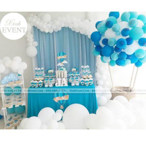 Bàn sinh nhật theo chủ đề khinh khí cầu cho bé XV032