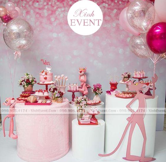 Trang trí bàn sinh nhật cho bé gái chủ đề báo hồng dễ thương