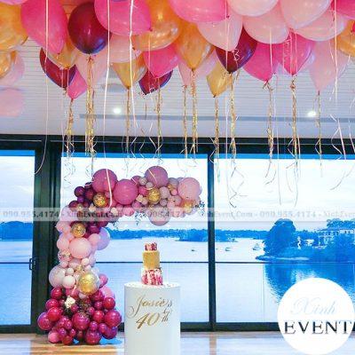 Trang trí xung quanh bàn sinh nhật bánh kem XV062