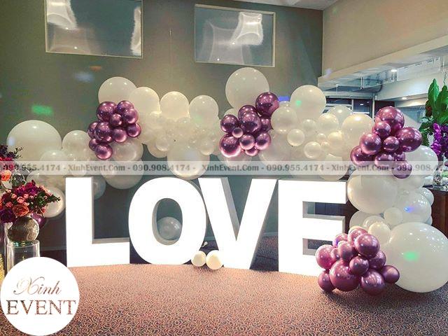Bong bóng tạo hình chữ LOVE để trang trí xung quanh XV063
