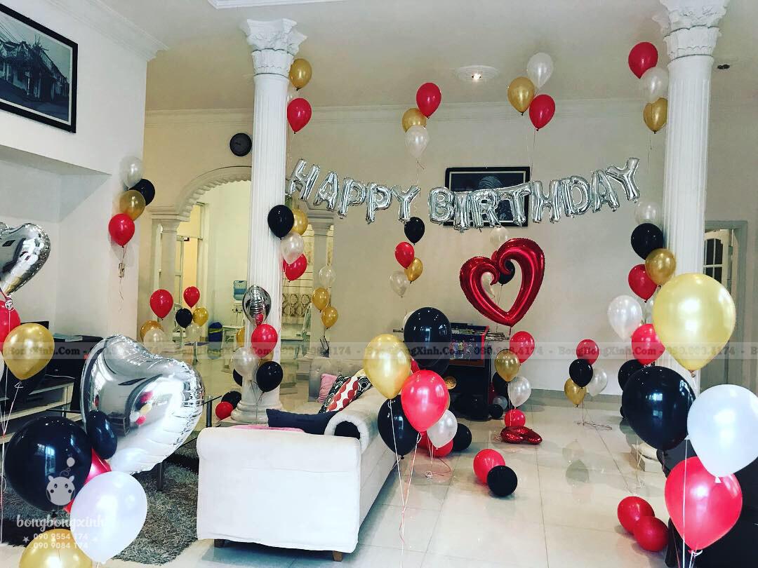 Phòng khách trang trí sinh nhật phong cách Rustic mộc độc đáo
