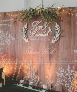 Backdrop tiệc cưới phong cách mộc đơn giản