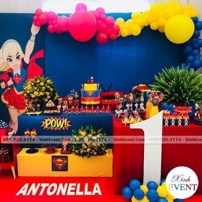 Phông sinh nhật cùng bàn quà chủ đề Supergirl XV114
