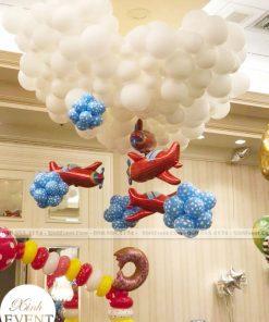 Bóng bay sinh nhật màu trắng trang trí đại sảnh XV101