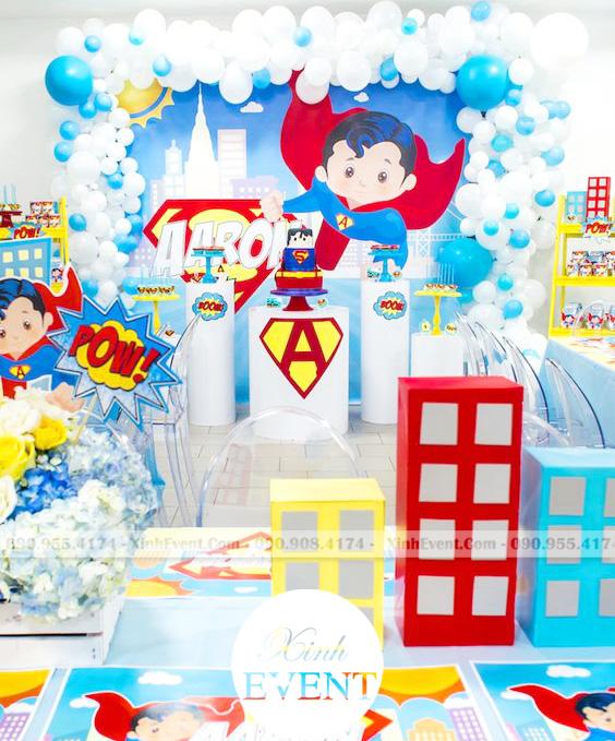 Trang trí bàn sinh nhật cho bé trai theo chủ đề Superman XV097