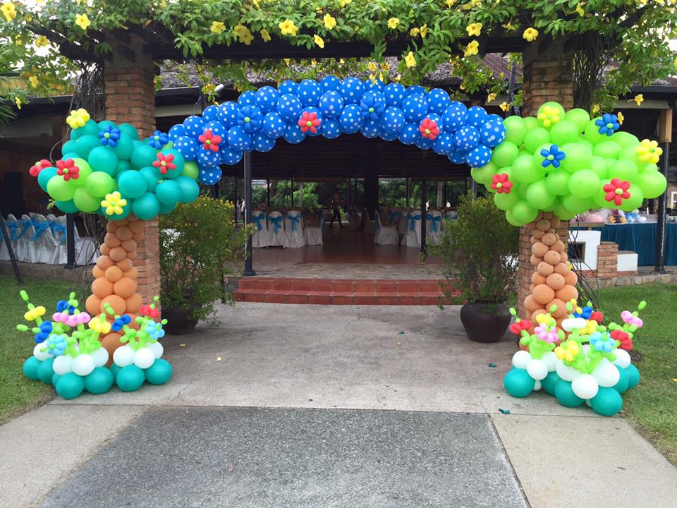 Cổng chào tổ chức sự kiện trung thu bằng bong bóng