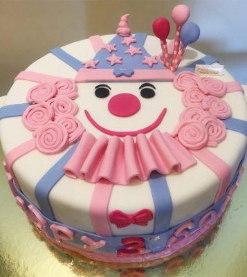 Bánh kem tổ chức sinh nhật cho bé ở lớp sao cho ấn tượng