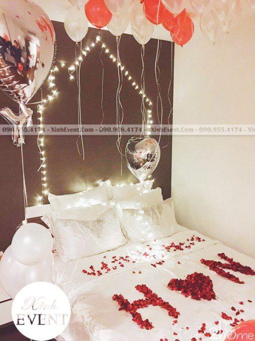 Bóng bay sinh nhật kết hợp bóng bạc và hoa trang trí phòng ngủ XV144