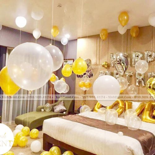 Bóng bay sinh nhật trang trí tại phòng ngủ - khách sạn XV131