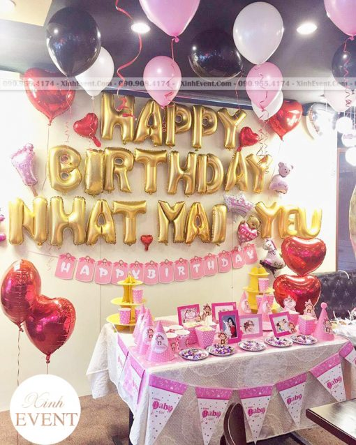 Bóng bay trang trí xung quanh bàn sinh nhật tại nhà đẹp XV137