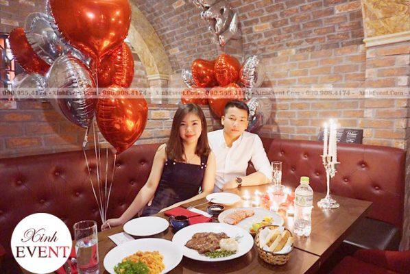 Bong bóng bạc trang trí sinh nhật đơn giản tại nhà hàng XV148