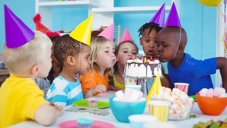 Cách tổ chức sinh nhật cho bé ở lớp sao cho ấn tượng