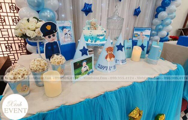 Các sản phẩm trang trí như bàn quà sinh nhật sẽ giúp bữa tiệc thêm phần thú vị hơn