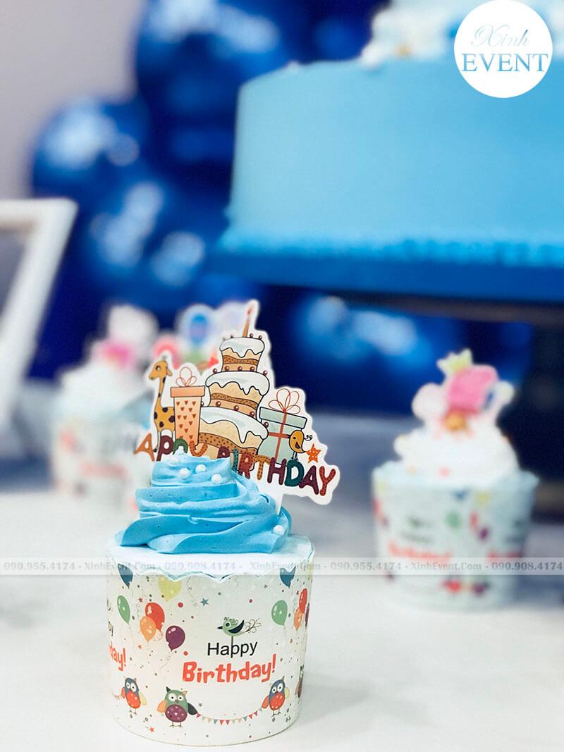 Bánh cupcake tại bữa tiệc thôi nôi