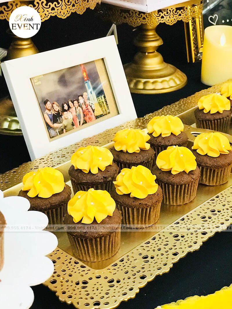 Bánh kem cupcake sinh nhật tại bữa tiệc