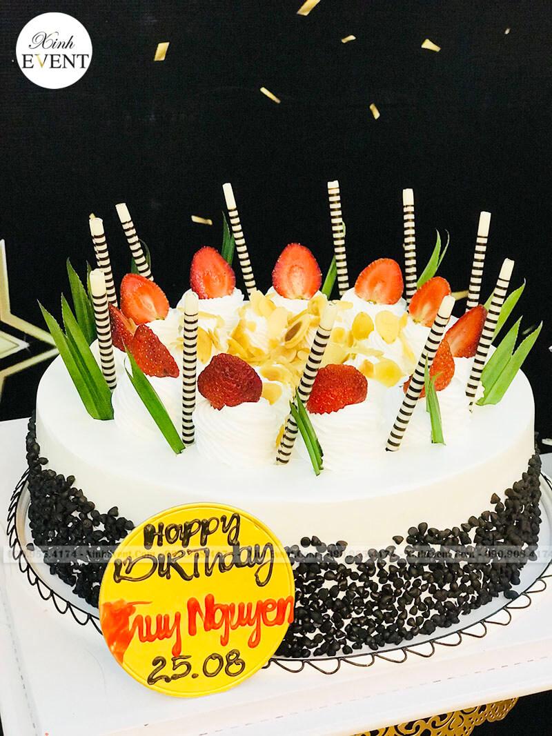 Bánh kem sinh nhật tại bữa tiệc