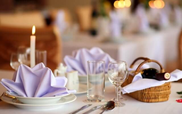 Nhà hàng Vườn Hồng với thiết kế Châu Âu sang trọng để các phụ hynh tổ chức thôi nôi cho các bé