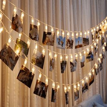 Phụ kiện trang trí sinh nhật với dây đèn và hình của bé