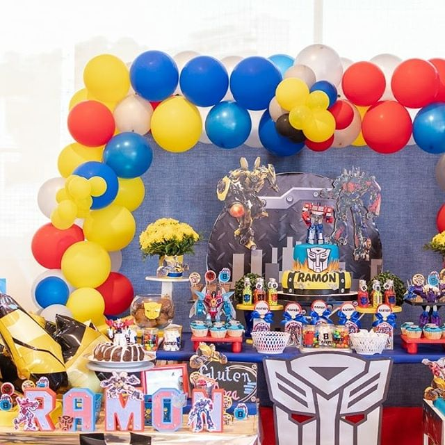 Bàn quà sinh nhật transformer XV279