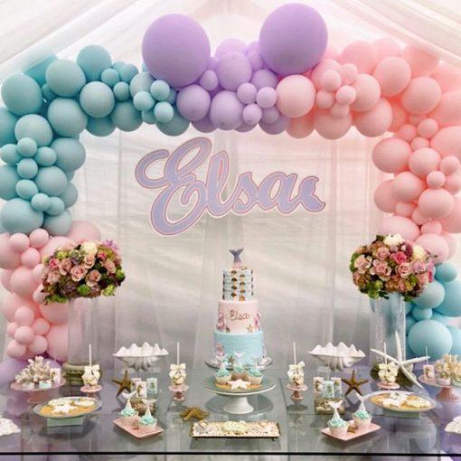 Bánh ngọt trang trí bàn quà cùng bong bóng ngoài trời XV256