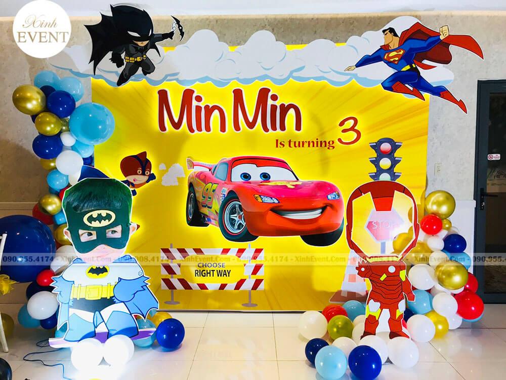 Backdrop sinh nhật cho bé trai 3D với thiết kế siêu anh hùng