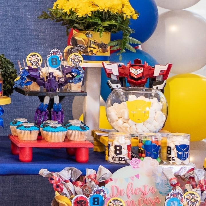 Kẹo mềm, bánh cupcake và socola trang trí bộ sản phẩm XV279