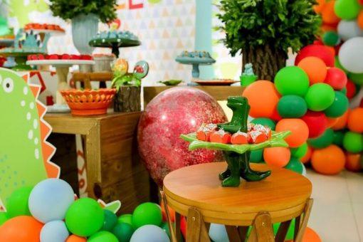 Ngộ nghĩnh với thiết kế chú khủng long và dĩa bánh cho bữa tiệc sinh nhật XV280
