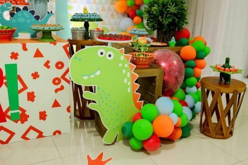 Những tiểu cảnh format trang trí đi kèm bàn quà sinh nhật XV280