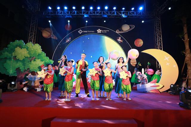 Sân khấu trung thu sinh động và vui nhộn