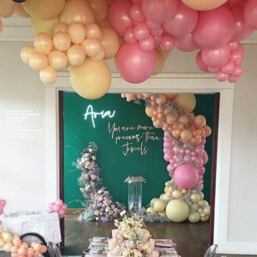 Trang trí sinh nhật tại nhà từ phòng tiệc nhìn vào XV258