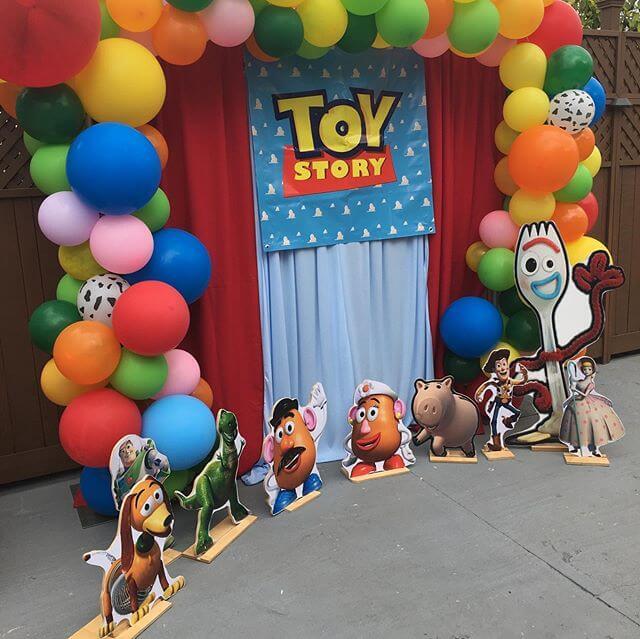 Backdrop trang trí sinh nhật cùng phụ kiện đi kèm chủ đề Toy Story XV297