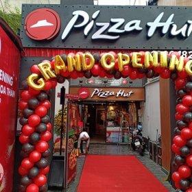 Cổng chào khai trương Pizza Hut