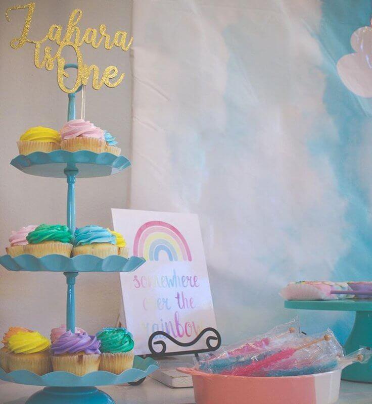 Những khay bánh đầy màu sắc bữa tiệc cùng bộ sản phẩm trang trí sinh nhật XV299 thêm sinh động