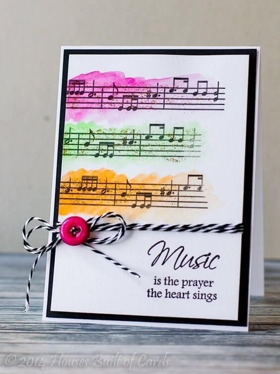 Trang trí thiệp 20-10 cho vợ bằng nốt nhạc và nút áp