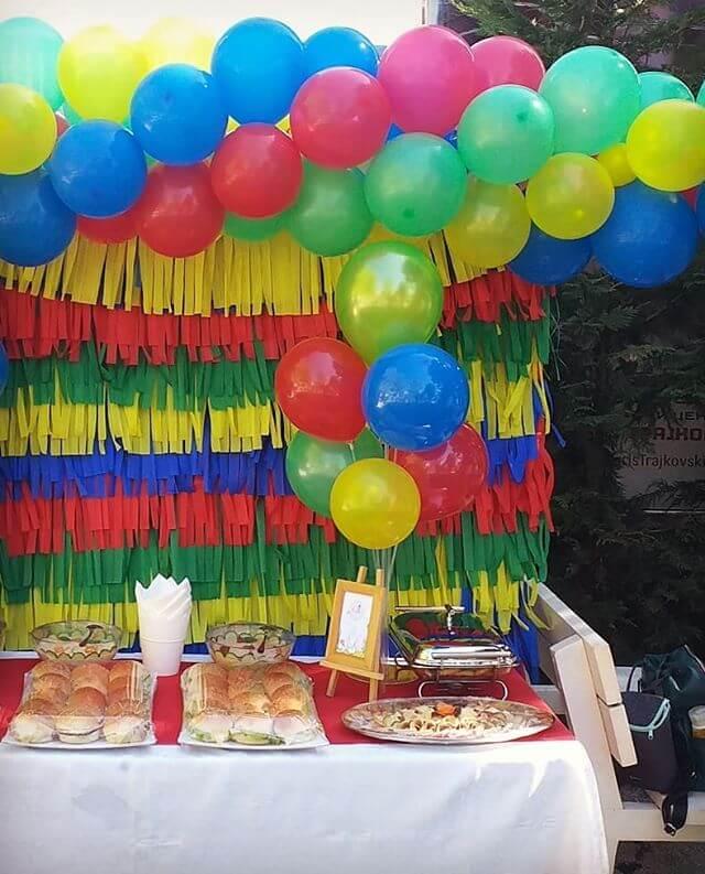 Bộ backdrop tua-rua cùng dây bong bóng trang trí bàn sinh nhật ngoài trời XV349