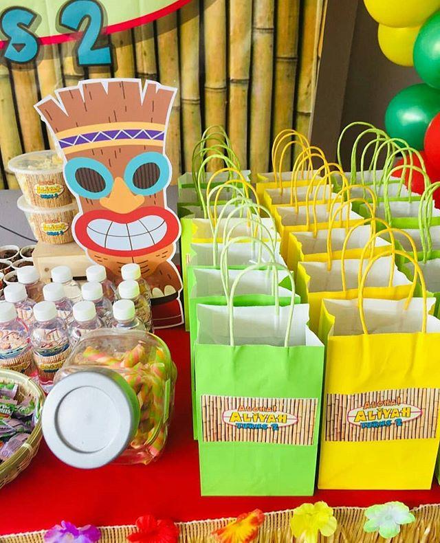 Phụ kiện trang trí bàn sinh nhật bé gái chủ đề Hawai