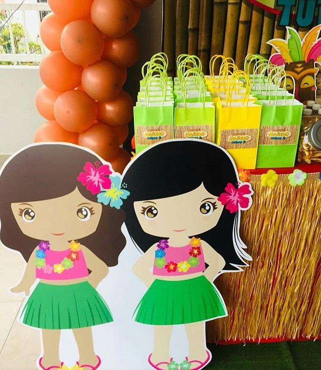 Bộ sản phẩm trang trí bàn sinh nhật bé gái chủ đề Hawai góc nhìn 4