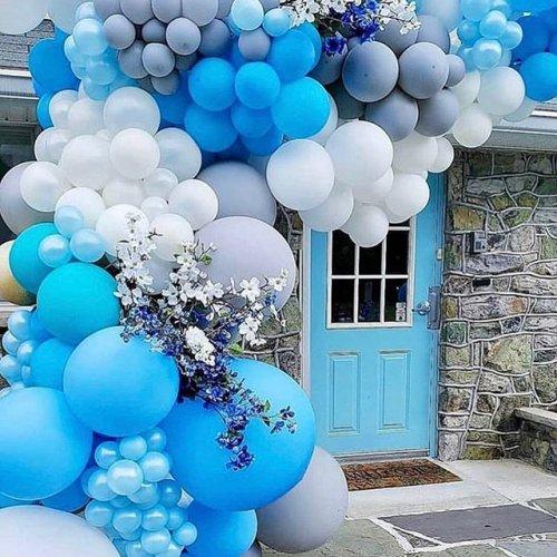 Dây bong bóng cùng hoa tươi trang trí tiệc cưới XV470