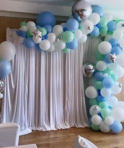 Backdrop sinh nhật đơn giản với vải voan và bong bóng XV461