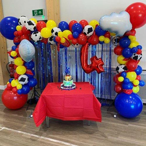 Trang trí sinh nhật đơn giản đầu màu sắc tại nhà XV499