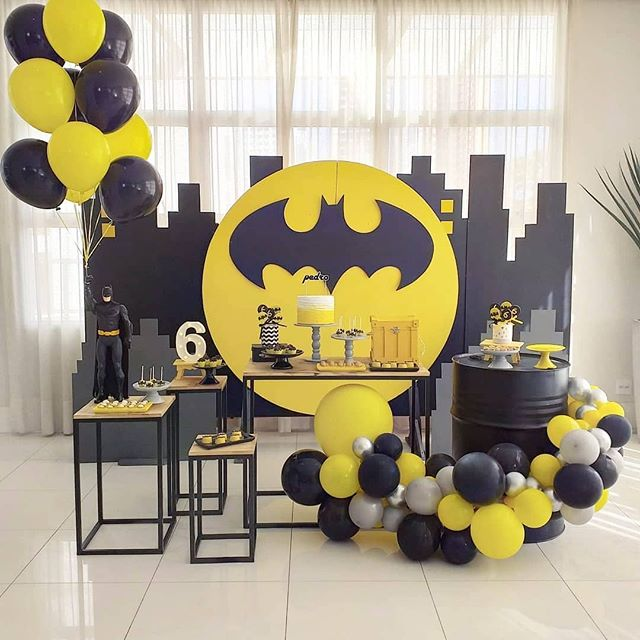 Trang trí bàn quà sinh nhật người dơi XV522