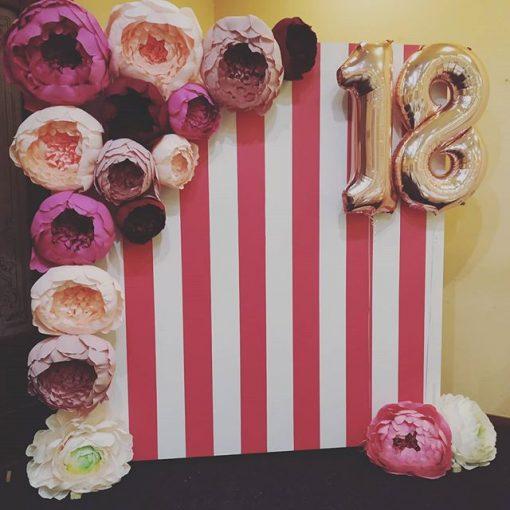 Backdrop sọc dọc trang trí sinh nhật hồng trắng XV542