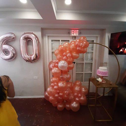 Tiểu cảnh sinh nhật bằng bong bóng màu nâu đất tại nhà XV481