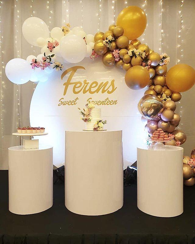 Trang trí bàn quà sinh nhật vàng đồng và trắng XV483