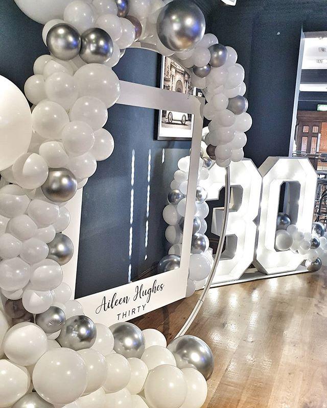 Tiểu cảnh sinh nhật bong bóng màu trắng bạc XV473