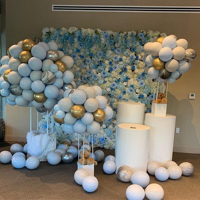 Tiểu cảnh hoa tươi cùng bong bóng trang trí sinh nhật XV492