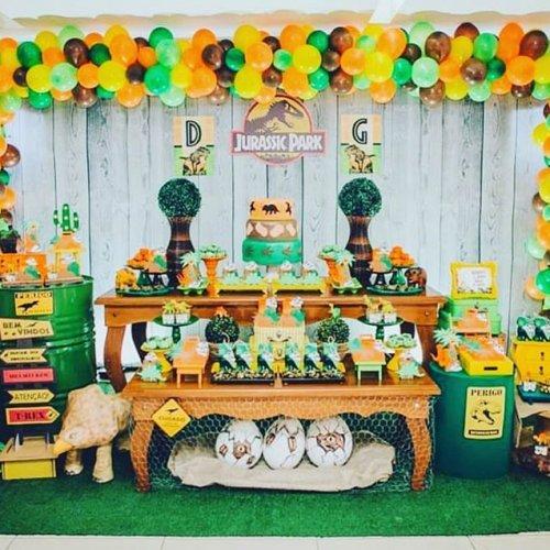 Trang trí bàn quà sinh nhật công viên khủng long XV496
