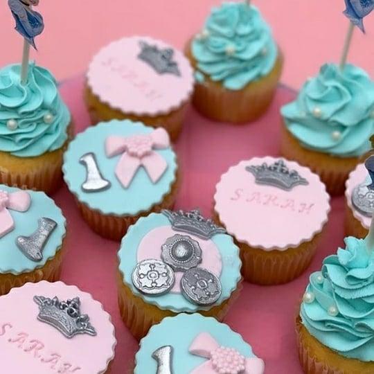 Bánh kẹo trang trí bàn quà sinh nhật lâu đài của công chúa XV558